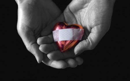 сердце с пластырем